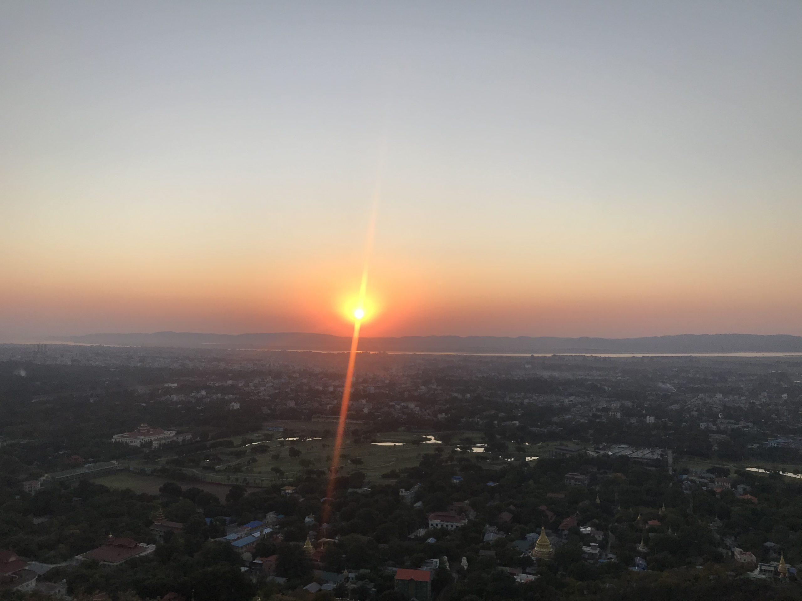 マンダレーヒルからの夕日